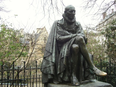 Montaigne and his shiny left foot on the rue des Écoles. [Image credit: Frédérique Panassac]